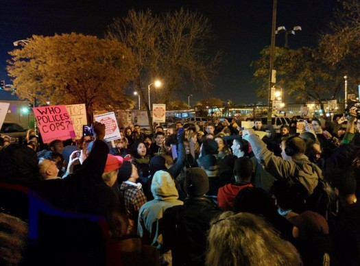 silent protest at 11th police district (photo by Kelly Hayes, 10/22/14)