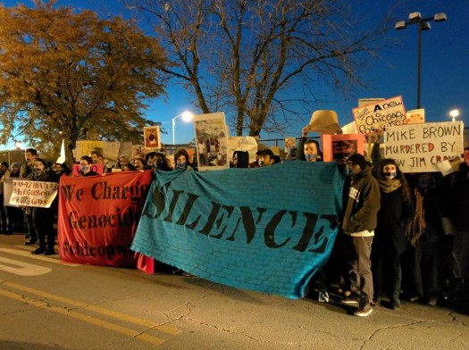silent protest at 11th district (photo by Kelly Hayes, 10/22/14)
